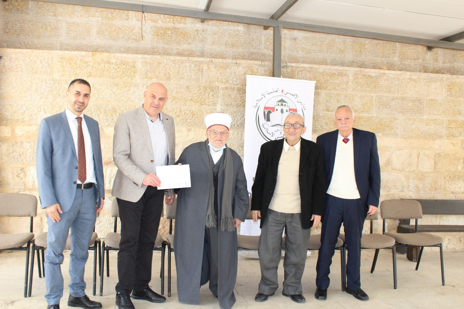 للسنة الخامسة على التوالي  بنك القدس يدعم مدارس ورياض الأقصى الإسلامية