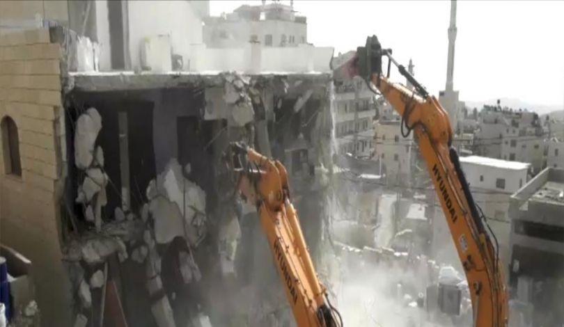 الاحتلال يهدم منزلين برام الله