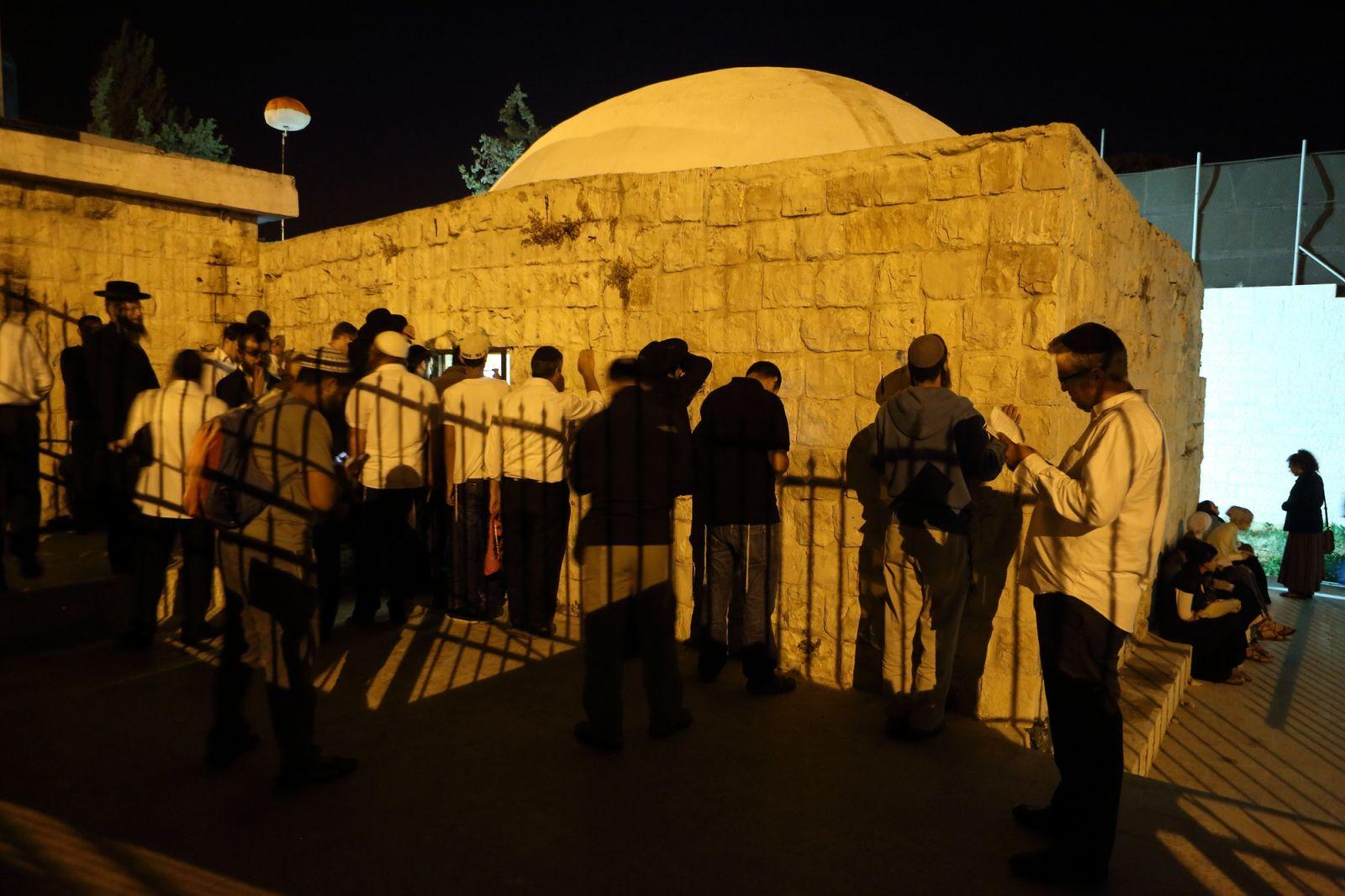 نابلس: اقتحام قبر يوسف ومواجهات في محيط الأكاديمية