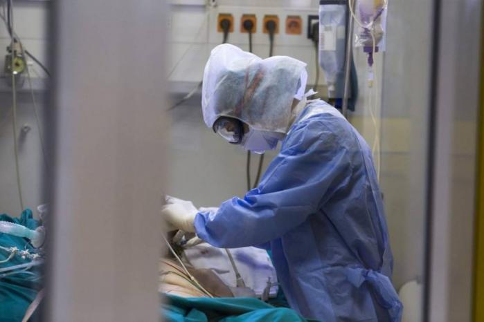 الصحة: 21 وفاة و815 إصابة بفيروس كورونا بالضفة وغزة