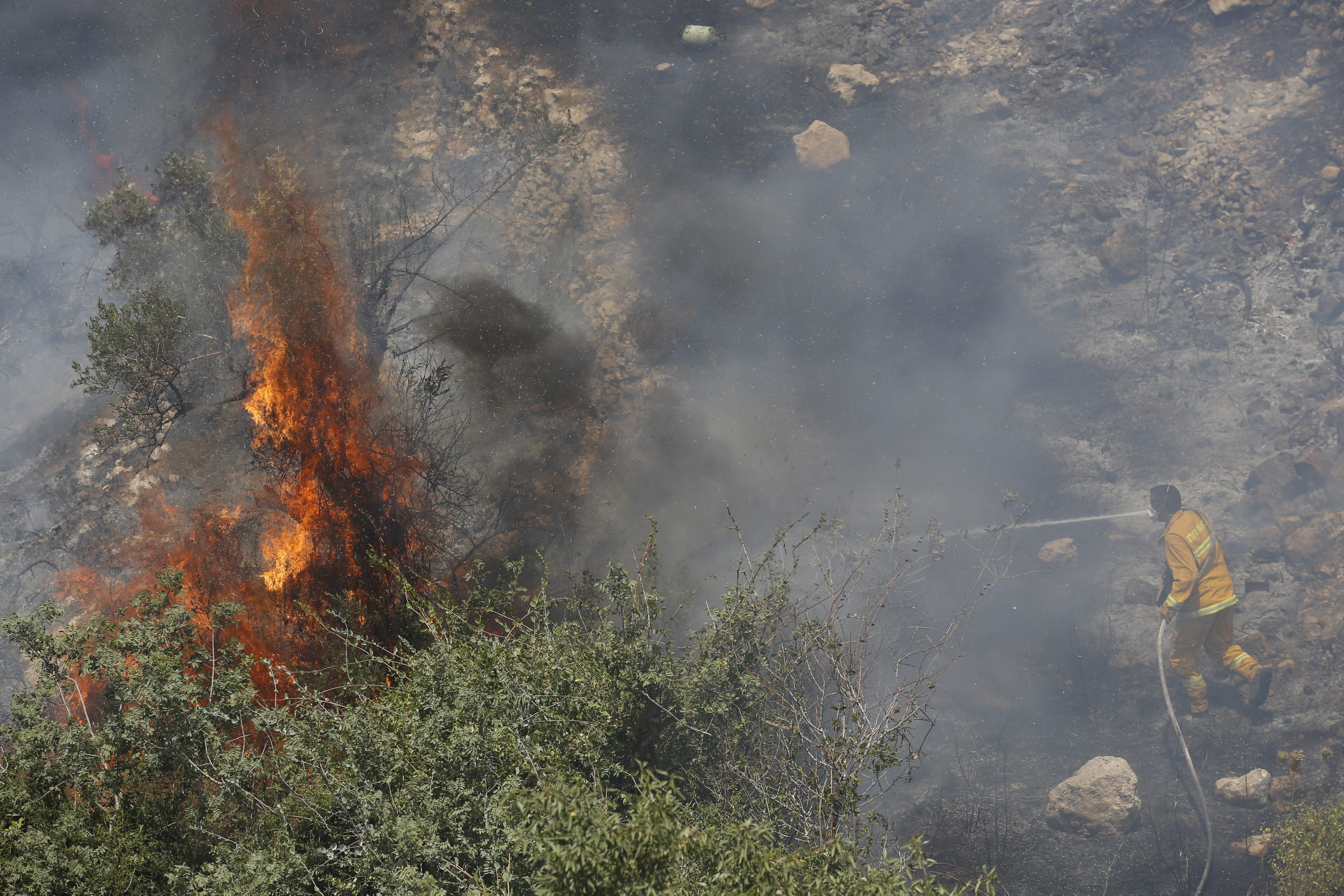 السيطرة على حريق ضخم في القدس