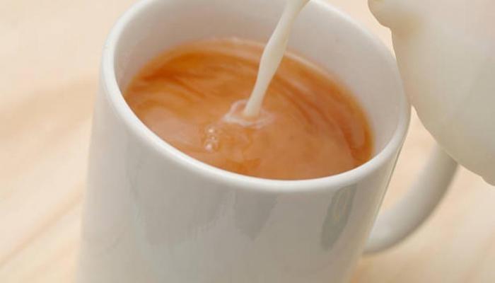 هل خلط الحليب مع الشاي مضر بالصحة؟