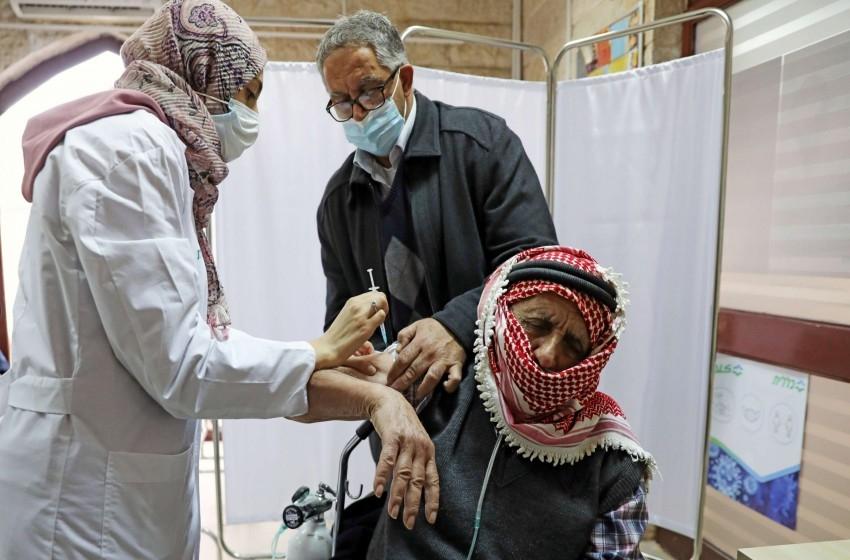 إسرائيل تقرر إدخال لقاحات كورونا إلى غزة دون شروط