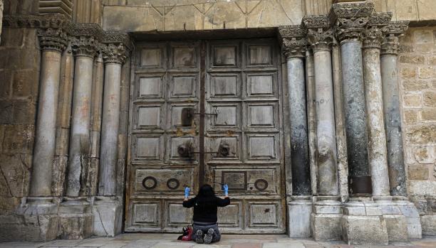 كنيسة القيامة تفتح أبوابها بعد إغلاق لنحو شهرين