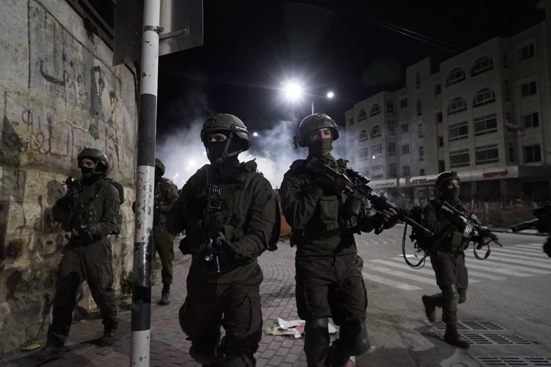 مداهمات واعتقالات في القدس والضفة