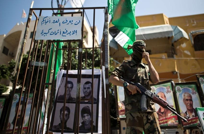 صحيفة: حماس تقترح خيارَين لإجراء صفقة تبادل