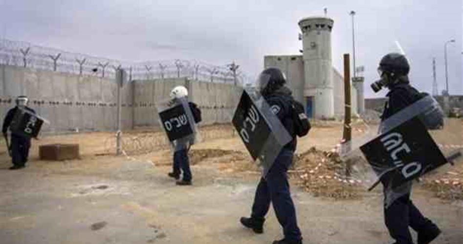 الاحتلال يقتحم قسم 4 في سجن جلبوع