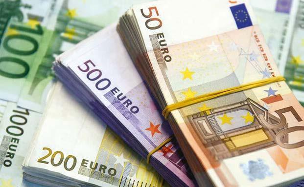 اليورو يهبط لأدنى مستوى منذ 4 شهور والدولار يرتفع