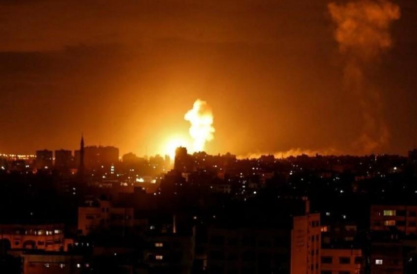 فجراً: الجيش يقصف غزة ويحذر من رد حماس