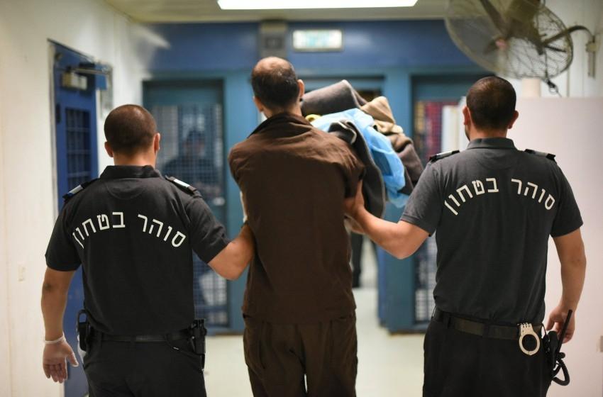 الصحة الإسرائيلية تطالب بتشديد الإجراءات في السجون