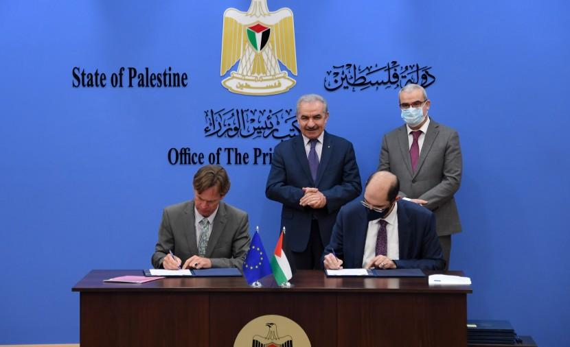 ضمن جهود الاتحاد الأوروبي لإنعاش الاقتصاد الوطني في إطار من الشراكة البنك الأوروبي للتنمية يقدّم لبنك فلسطين قرضاً بقيمة 50 مليون دولار  لإقراض المشاريع الصغيرة ومتوسطة الحجم