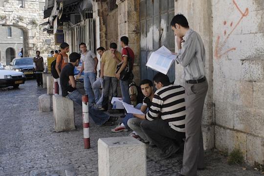 تخصيص 10% من المنح الدراسية لطلبة القدس