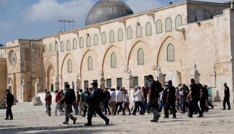 مستوطنون يقتحمون الأقصى بحراسة شرطة الاحتلال (شاهد)