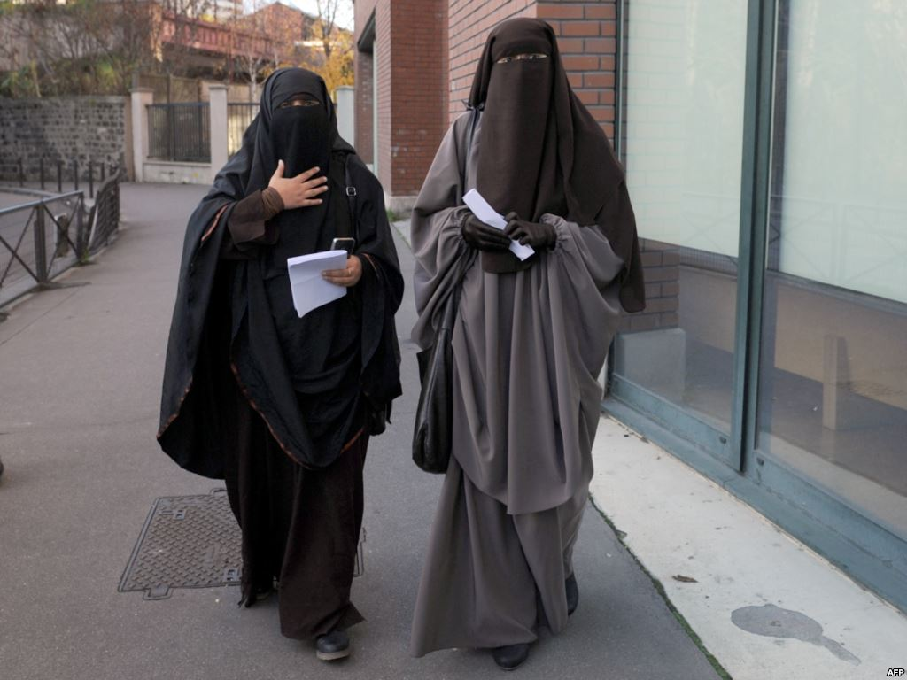 بلدة بلغارية تحظر ارتداء النقاب في الأماكن العامة
