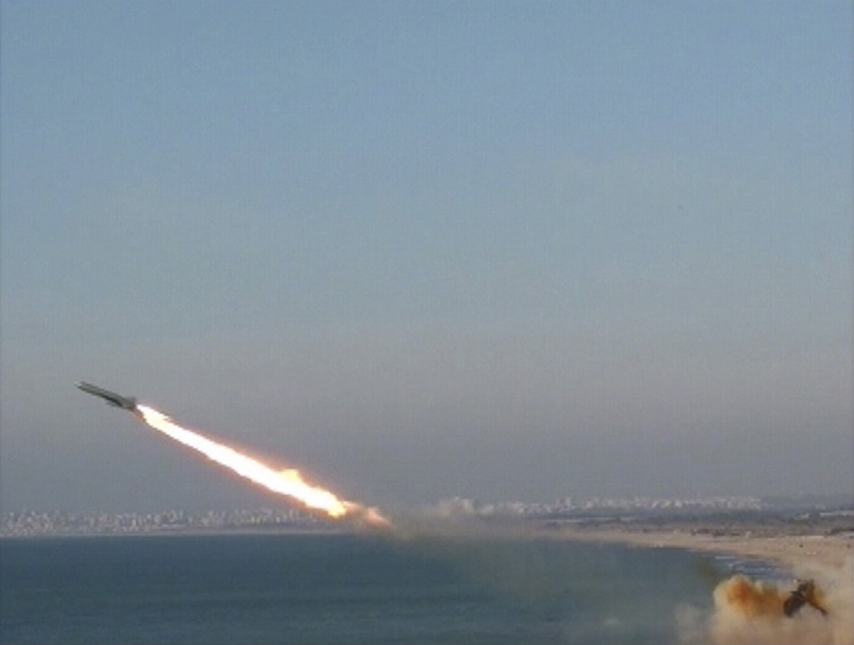 مصادر إسرائيلية: القسام يجري تجربة صاروخية جديدة
