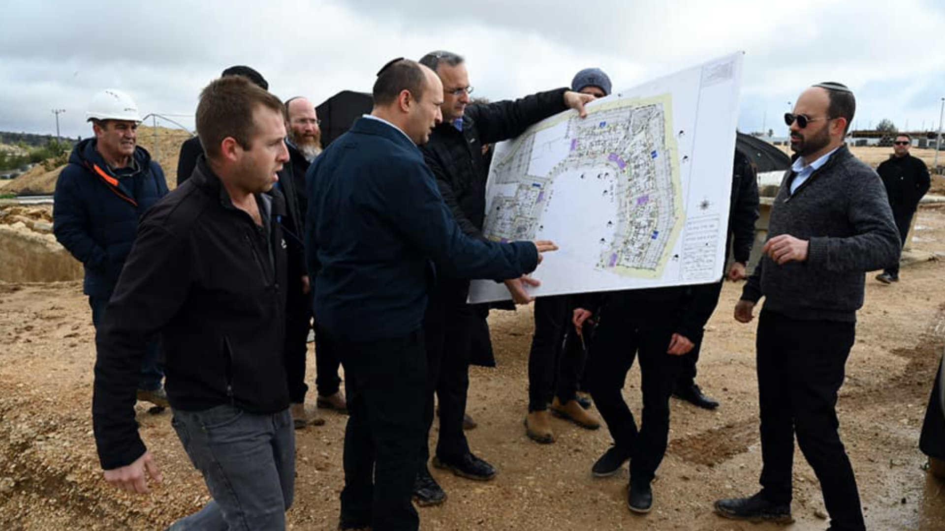 """""""بينيت"""": سنوقف البناء الفلسطيني في مناطق """"C"""""""