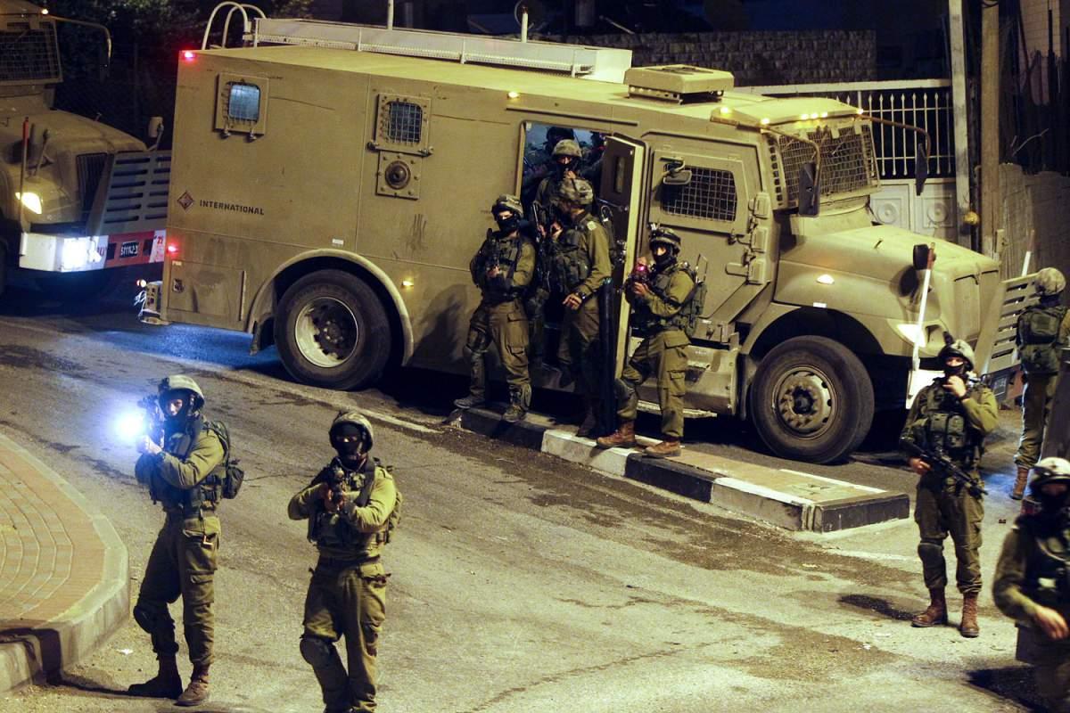 الاحتلال يعتقل 16 مواطنًا في الضفة