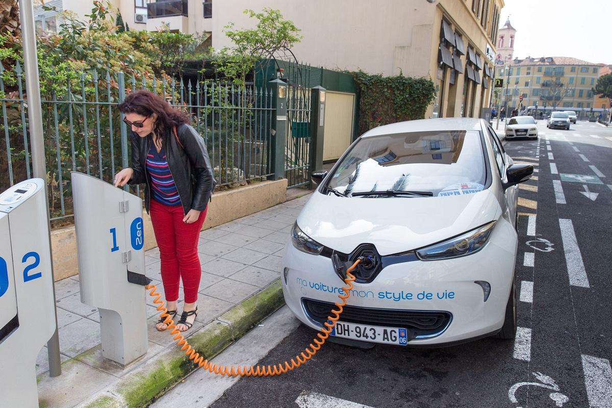 أبل تفكر في دخول سوق السيارات الكهربائية