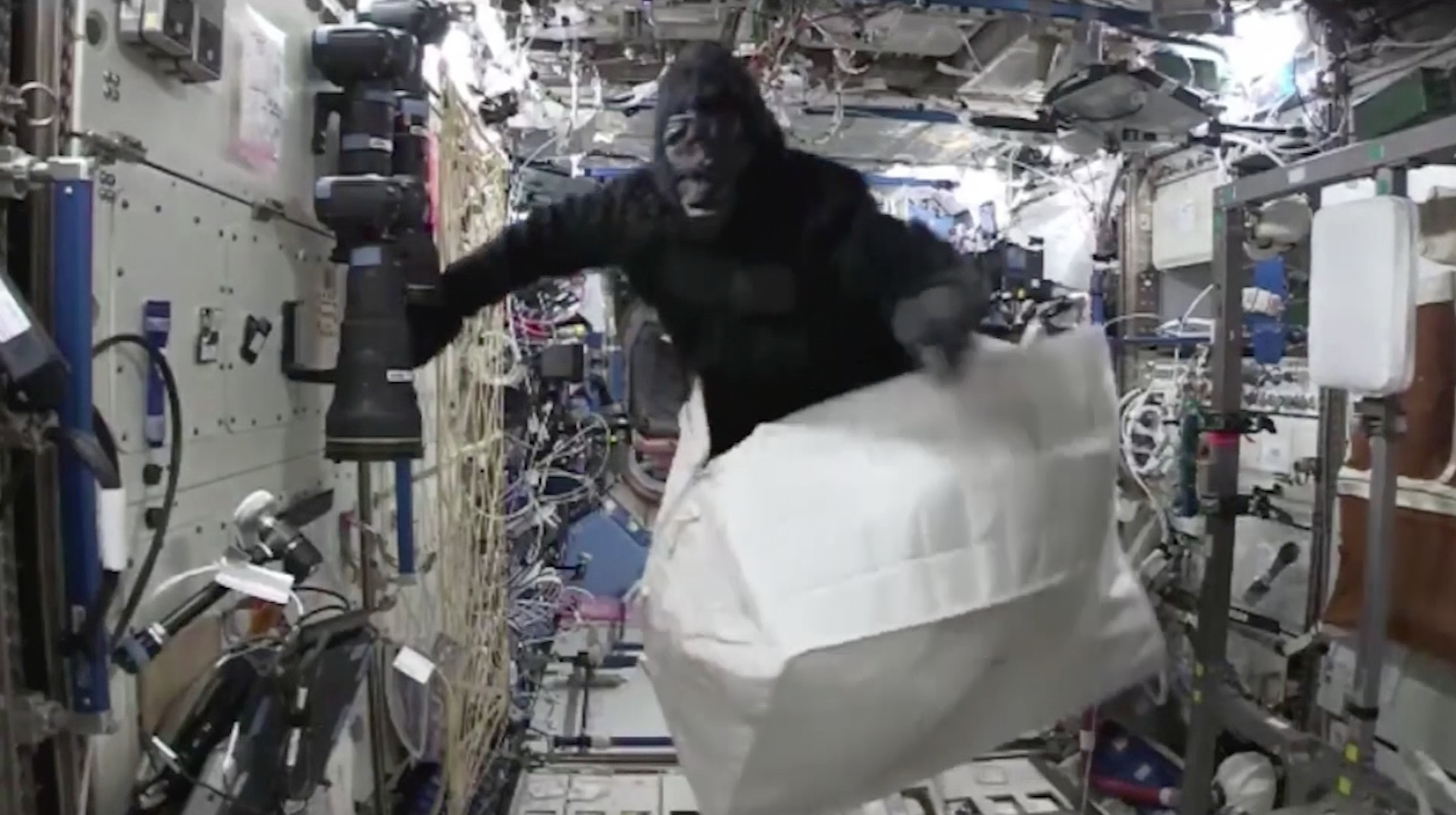 مفاجأة مرعبة في محطة الفضاء الدولية