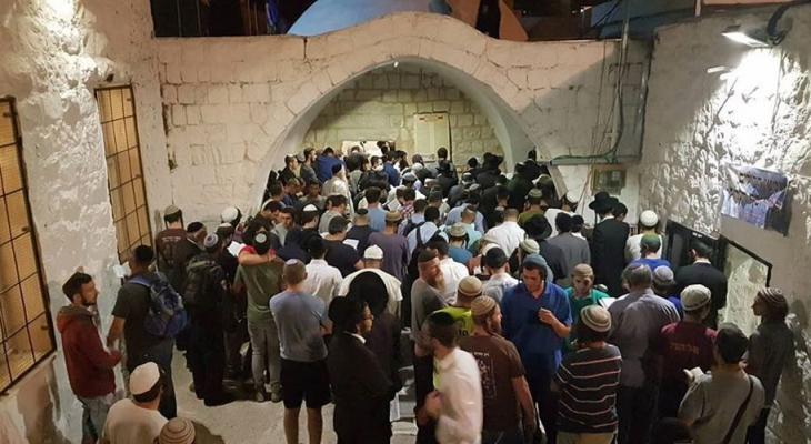 مستوطنون يقتحمون قبر يوسف بنابلس