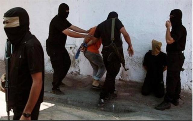 عمالة مسن وابنه.. أدت إلى إعدامهما في حرب غزة   Zamn Press   زمن برس