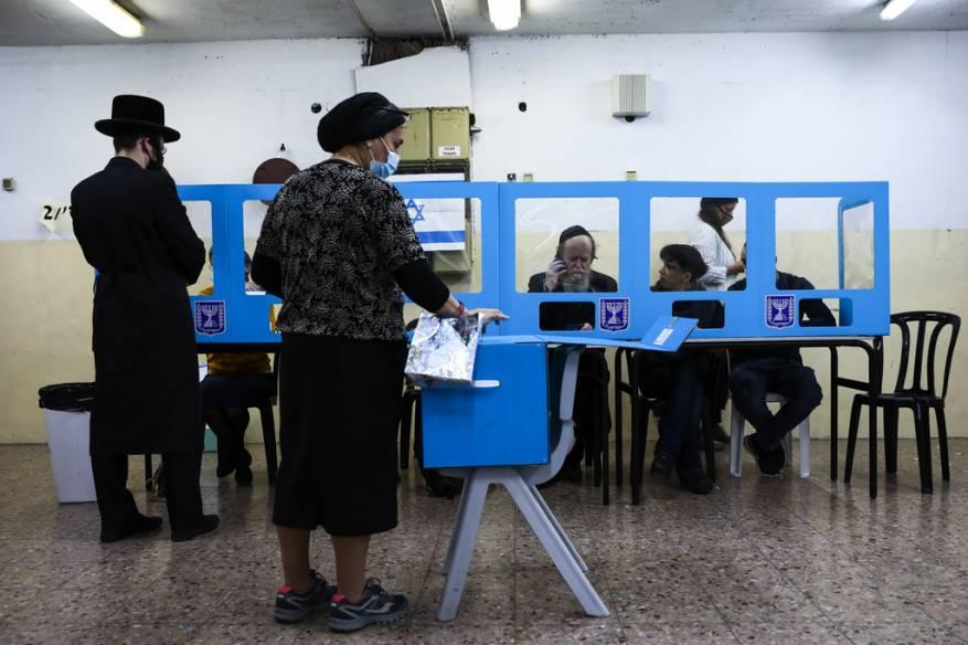 """بالصور: للمرة الرابعة.. فتح صناديق الاقتراع لانتخابات """"الكنيست"""" الإسرائيلي الـ24"""