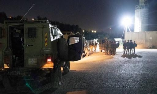 الاحتلال تعتقل ٨ فلسطينيين بينهم فتاة من الضفة والقدس