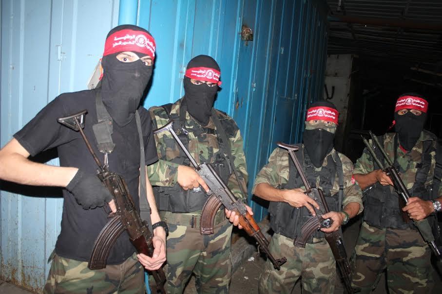 """""""المقاومة الوطنية"""" تنظم مسيرًا عسكريًا بغزة"""