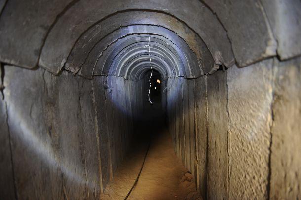استشهاد مقاوم بانهيار نفق في بيت لاهيا