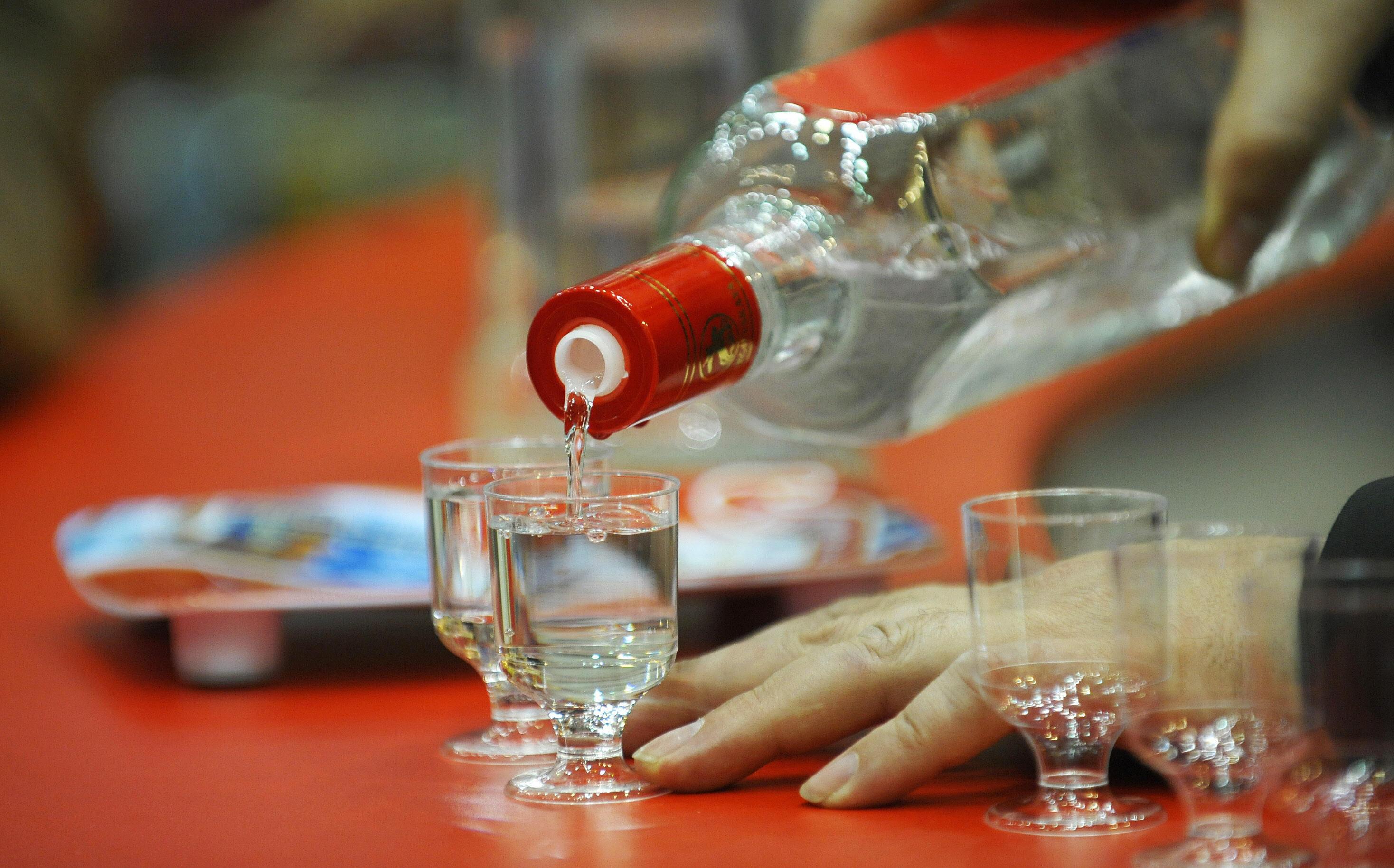 تخفيض سعر الفودكا.. ردّ روسيا على الضائقة الاقتصادية
