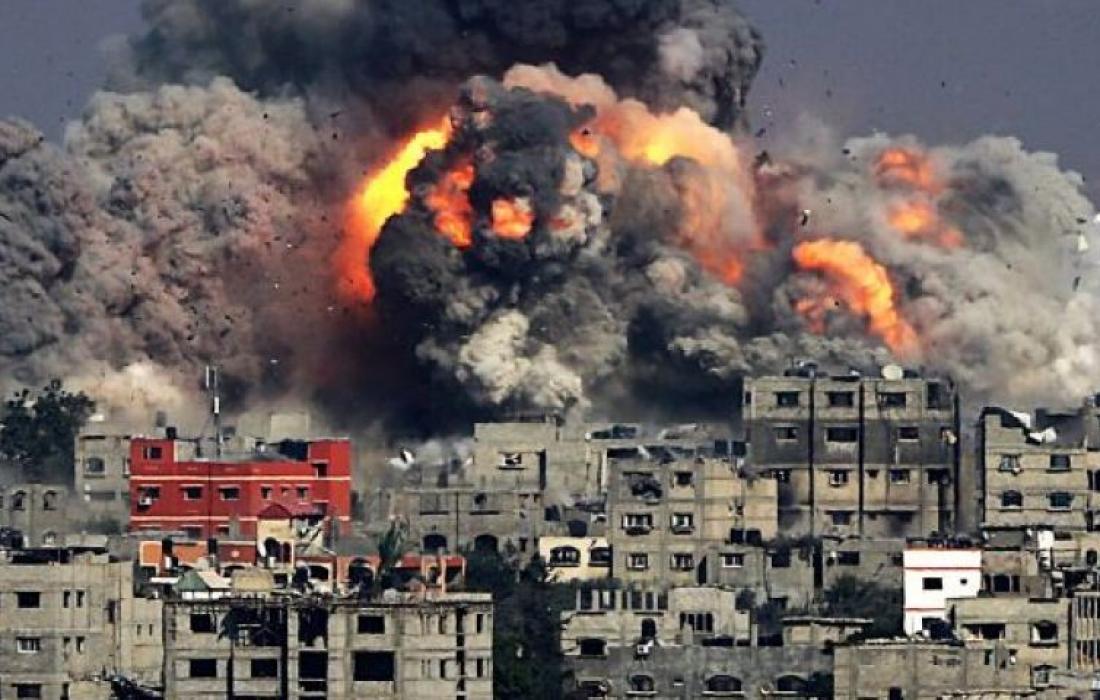 متحدث جيش الاحتلال: بدأ جيش الاحتلال سلسلة غارات واسعة في قطاع غزة