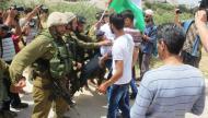 قوات الاحتلال تعتدي على المشاركين بمسيرة المعصرة الأسبوعية