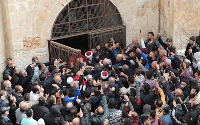 الاحتلال يخطر بإغلاق باب الرحمة ومنظمات إسلامية ترفض