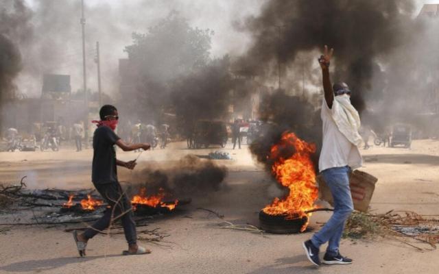 السودان: أنباء عن انقلاب واعتقال غالبية أعضاء مجلس الوزراء