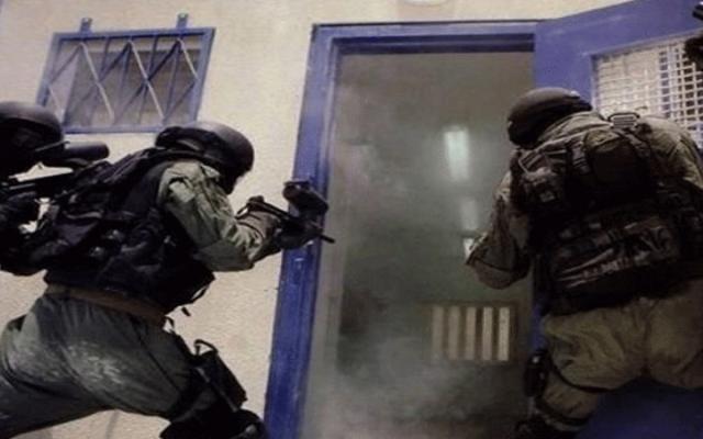 """قوات الاحتلال تقتحم """"قسم 7"""" في معتقل """"ريمون"""""""