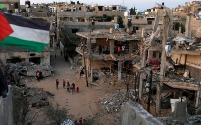 بينيت: ملف اعمار القطاع غير مرتبط بإعادة الأسرى الإسرائيليين من غزة