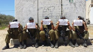 """بالصور: تعاظم أكبر احتجاج للإسرائيليين ضد جيشهم رغم أنه """"حمل كاذب"""""""