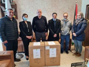 بنك القدس يتبرع بأجهزة توليد أوكسجين لصالح بلدية العيزرية