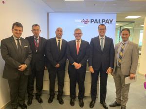 رئيس مجلس إدارة بنك إنجلترا ألمركزي يزور PalPay للاطلاع على إمكانات التكنولوجيا المالية في فلسطين
