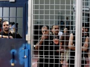 الاحتلال يصدر25 أمر اعتقال إداري بحقّ أسرى