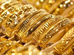 الذهب يقفز بفعل هبوط الدولار