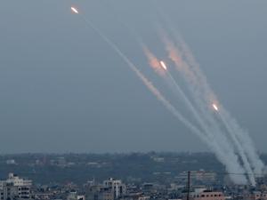 سرايا القدس تقصف تل أبيب ومستوطنات غلاف غزة بعشرات الصواريخ