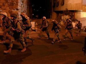 الاحتلال يشن حملة بالضفة والقدس ويعتقل 24 مواطناً