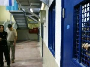 """الاحتلال يعلن سجن """"جلبوع"""" منطقة حمراء ويغلقه بالكامل لارتفاع الإصابات بكورونا لـ90"""