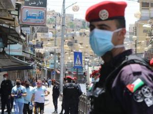 الأردن يحظر التدخين بكل أشكاله في الأماكن المغلقة