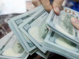 الدولار يهبط أمام الشيقل