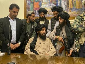 رويترز: طالبان تقول إنها ستدعو النساء للمشاركة في إدارة البلاد وستستعين بمسؤولين في الحكومة السابقة