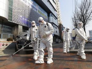 """الصين: ارتفاع عدد ضحايا فيروس """"كورونا"""" إلى 2345"""