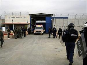 """اغلاق سجن """"جلبوع"""" بالكامل بعد تسجيل 73 اصابة جديدة بكورونا"""