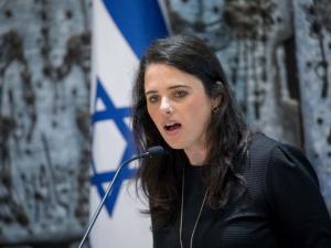 """شاكيد تطالب بإخلاء """"الخان الأحمر"""" وتهدد بعملية عسكرية ضد غزة"""